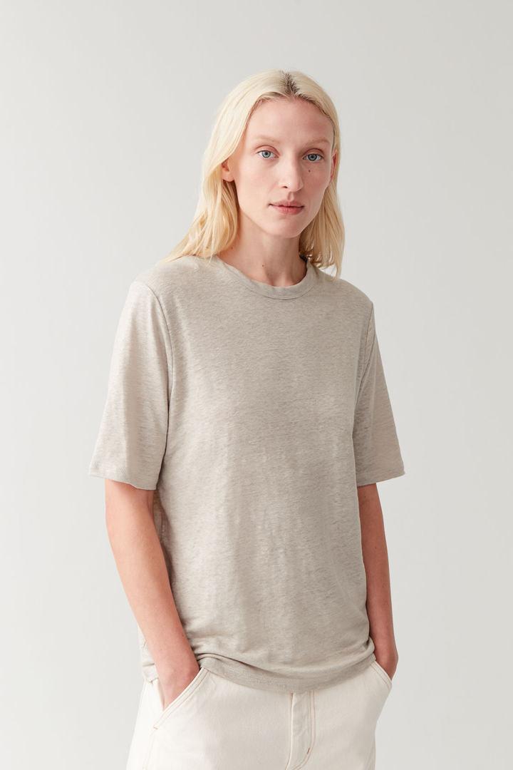 COS default image 8 of 브라운 in 리넨 라운드넥 티셔츠