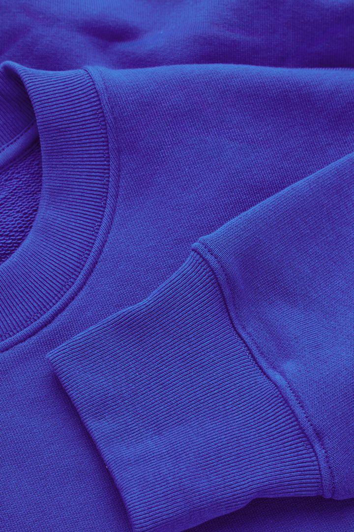 COS 오버사이즈 핏 스웻셔츠의 코발트 블루컬러 Detail입니다.