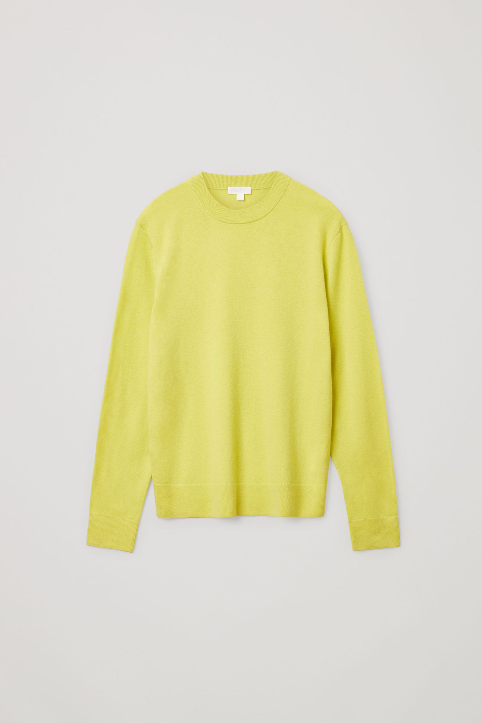COS 메리노 야크 크루넥 스웨터의 옐로우컬러 Product입니다.
