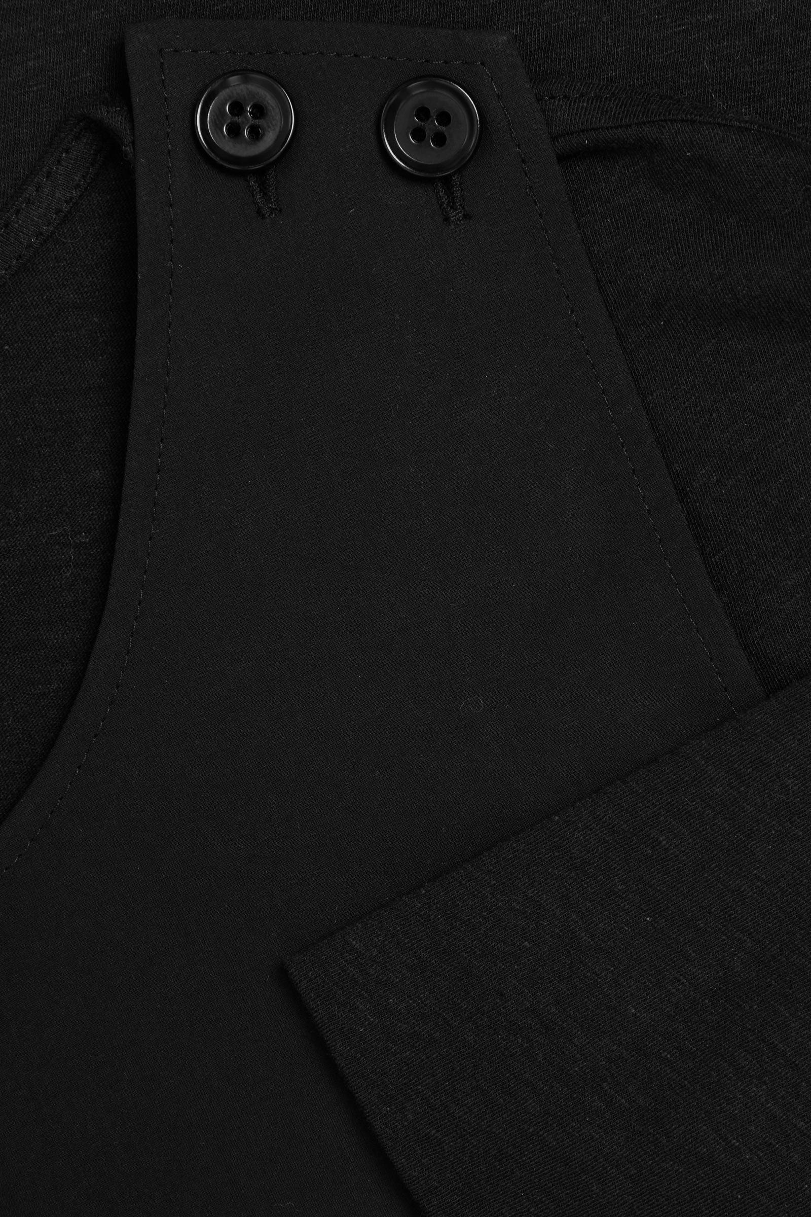 COS 레이어드 코튼 리넨 탑의 블랙컬러 Detail입니다.