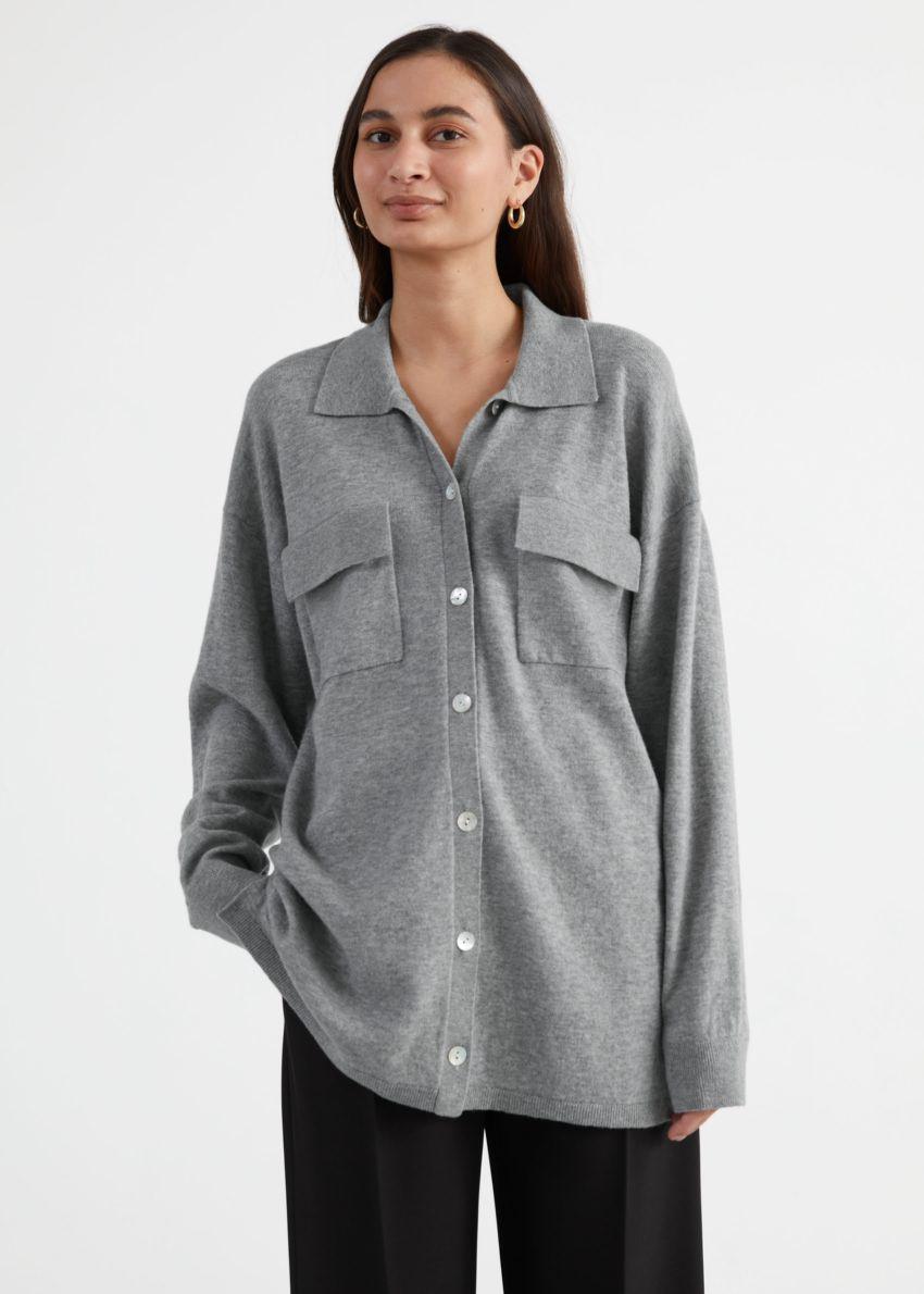 앤아더스토리즈 오버사이즈 울 블렌드 셔츠의 그레이컬러 ECOMLook입니다.