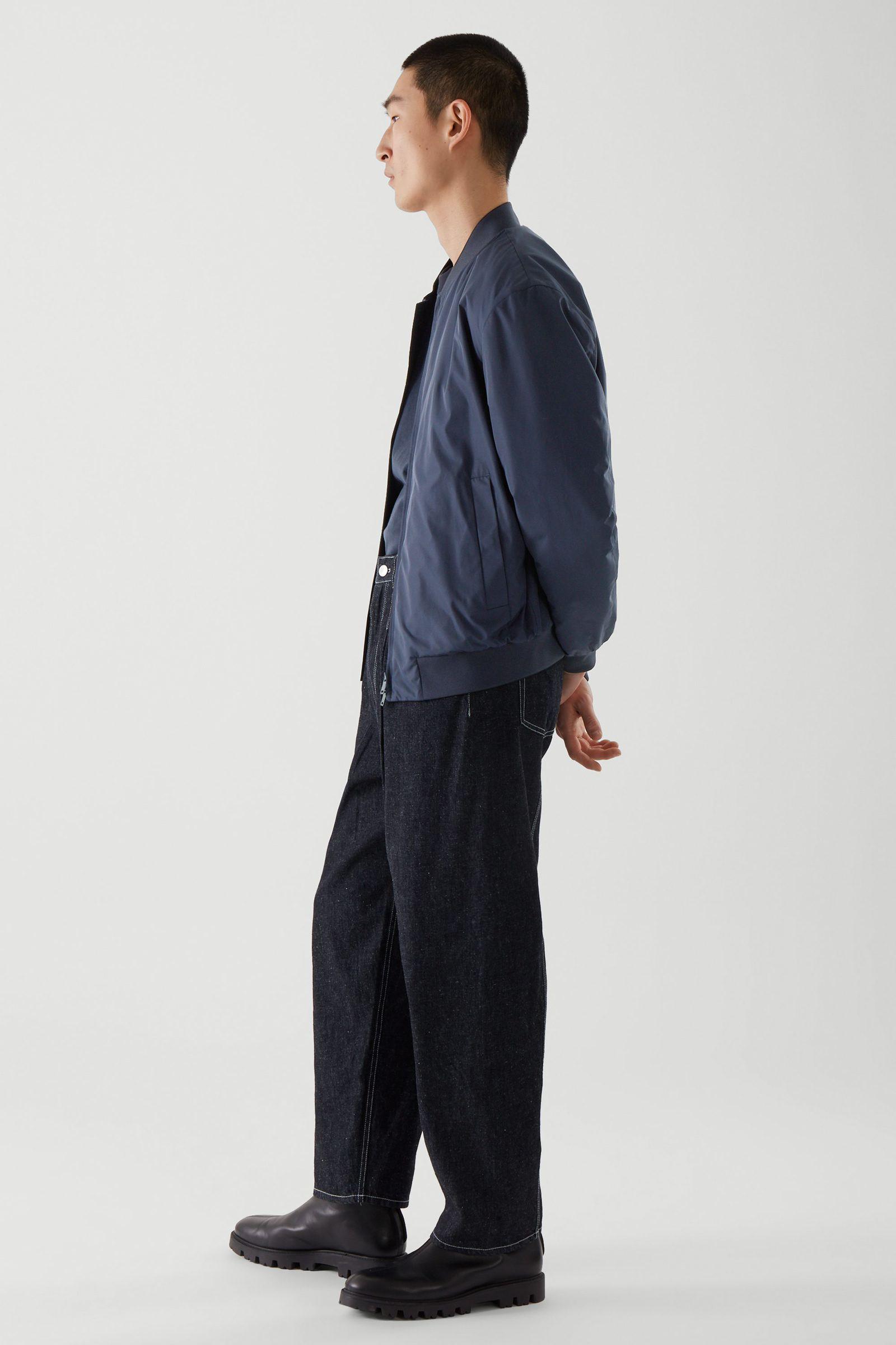 COS 보머 재킷의 블루컬러 ECOMLook입니다.