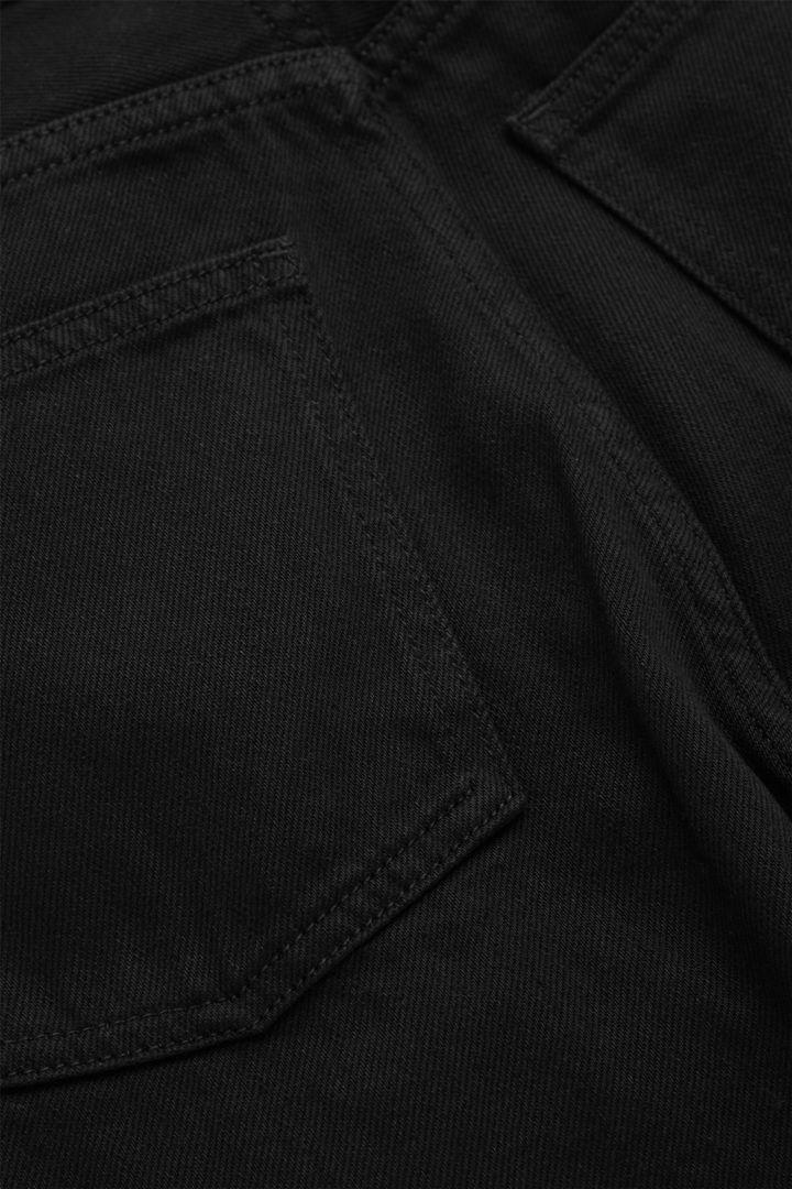 COS 오가닉 코튼 스트레이트 진의 블랙컬러 Detail입니다.