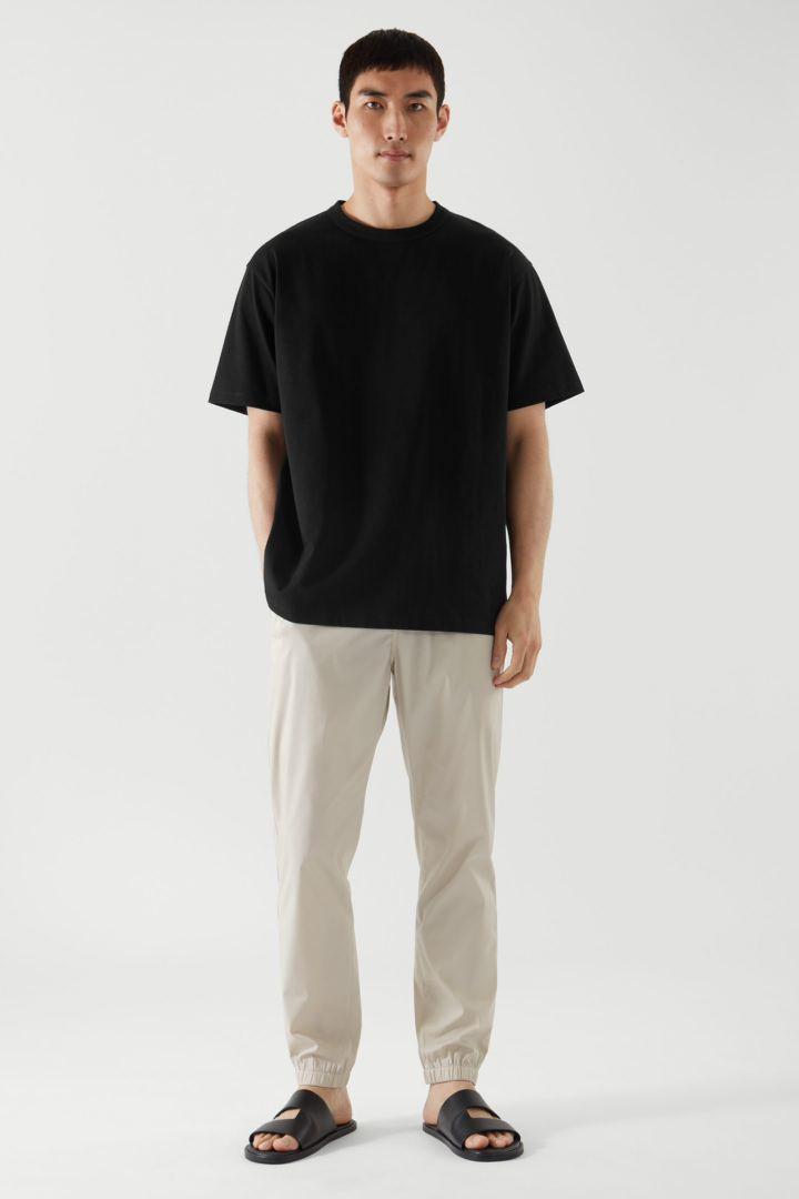 COS default image 3 of 블랙 in 릴랙스드 핏 티셔츠
