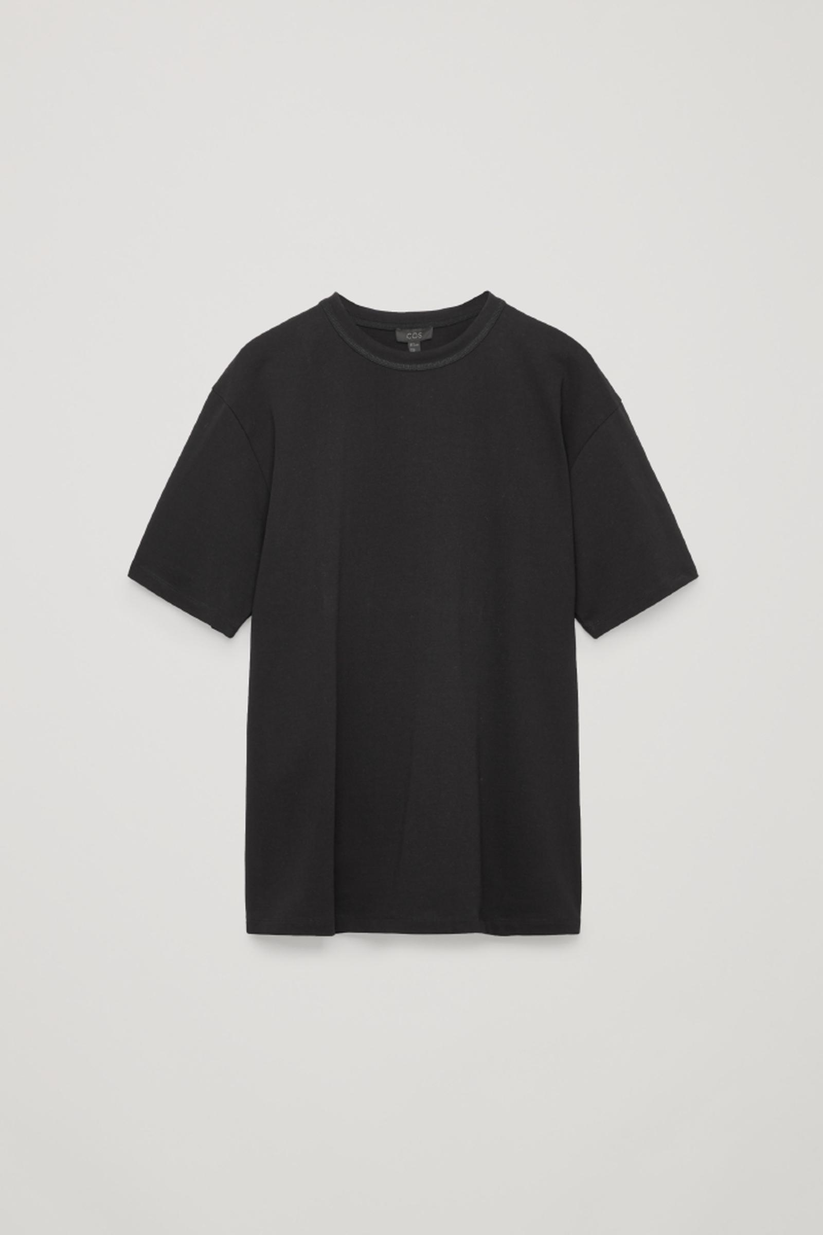 COS 박시 티셔츠의 블랙컬러 Product입니다.