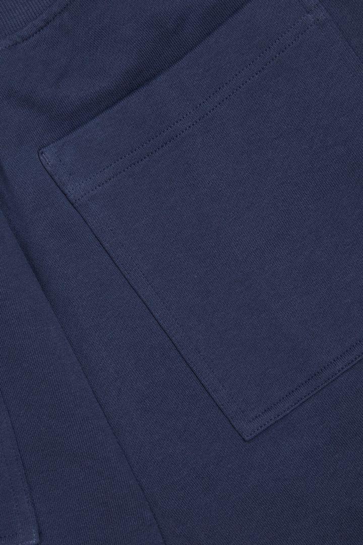 COS 오가닉 테리 코튼 트라우저의 블루컬러 Detail입니다.