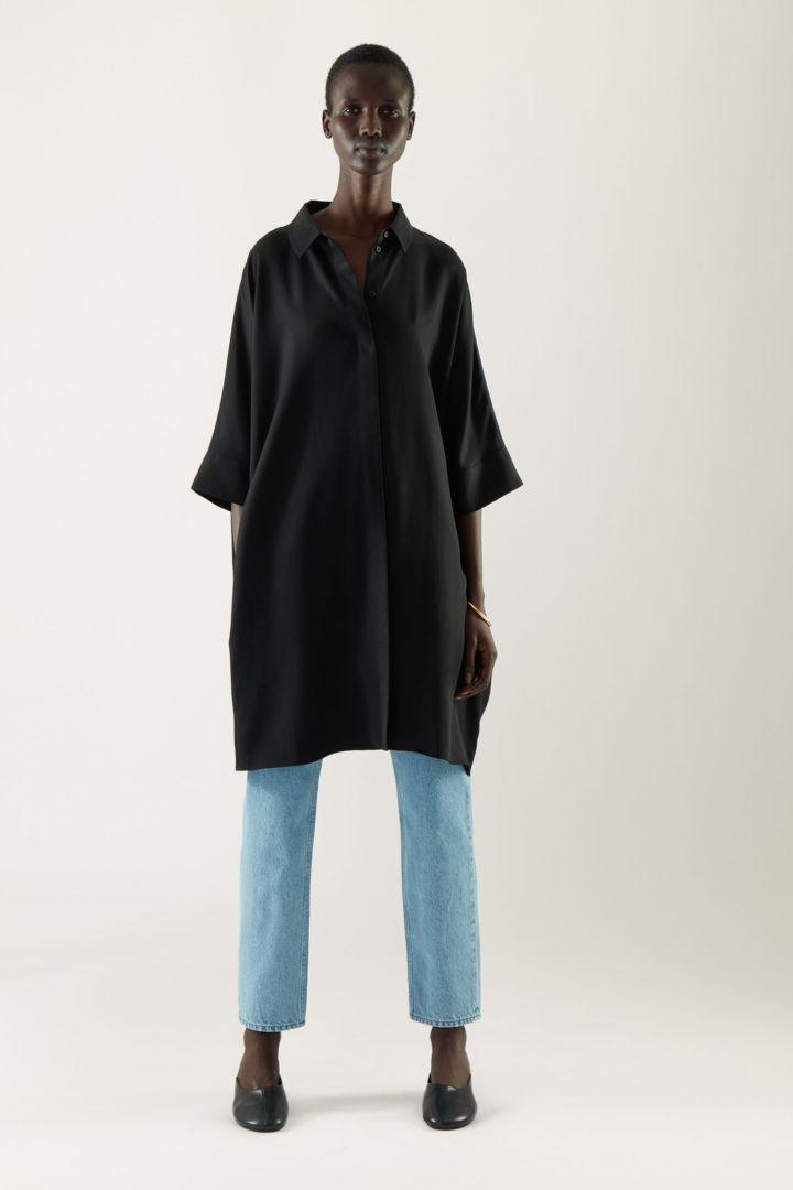 COS default image 4 of 블랙 in 드레이프드 박시 셔츠 드레스
