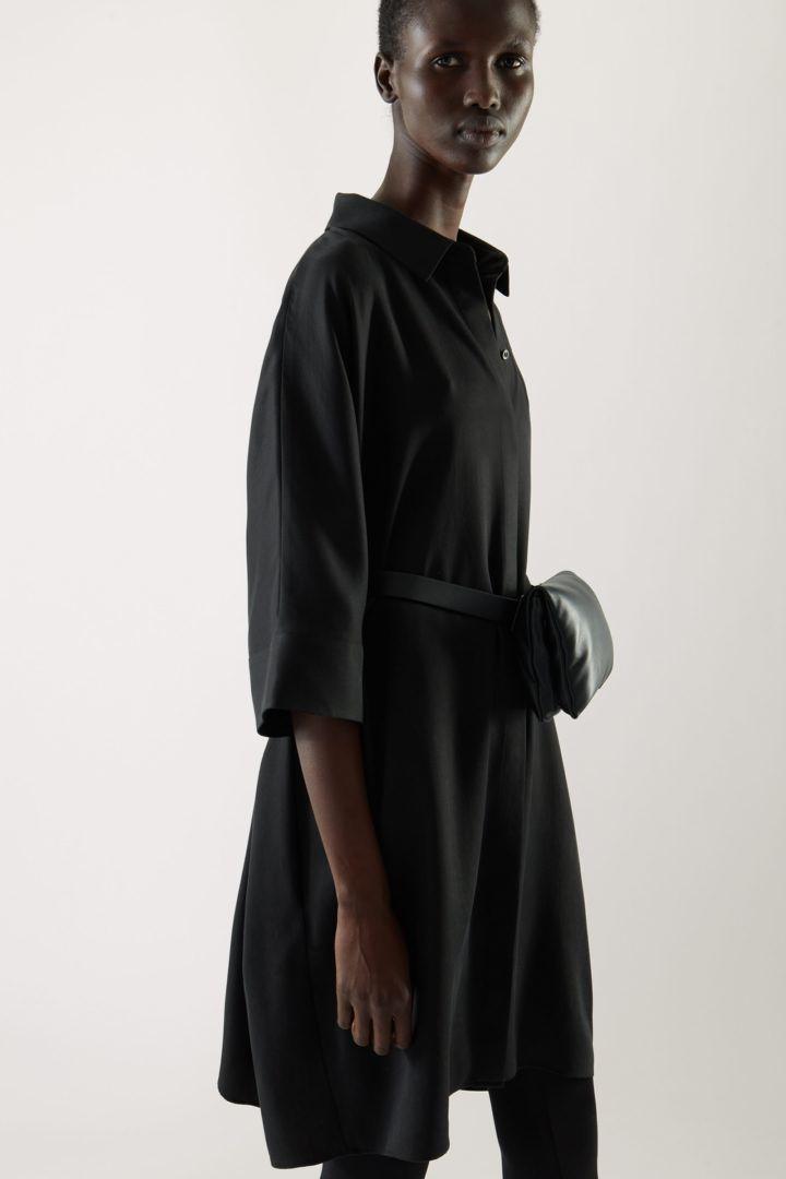 COS default image 11 of 블랙 in 드레이프드 박시 셔츠 드레스