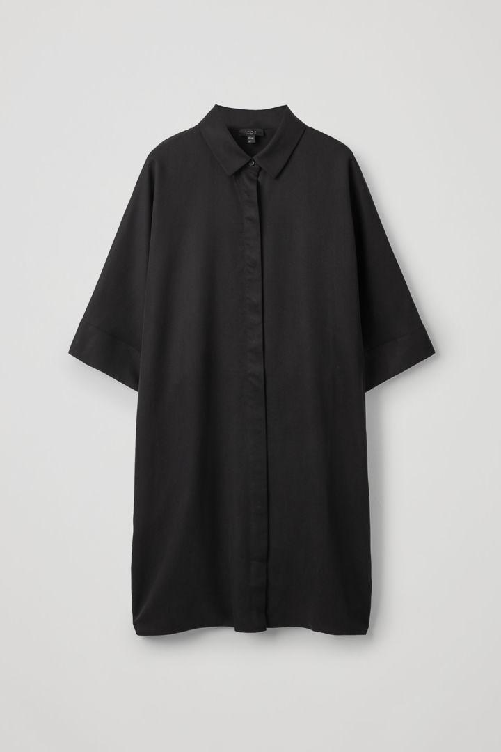 COS hover image 11 of 블랙 in 드레이프드 박시 셔츠 드레스