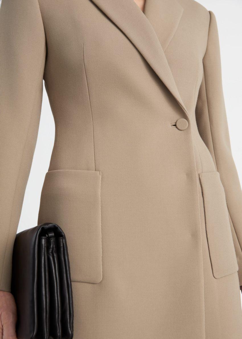 앤아더스토리즈 아우어글래스 블레이저 미니 드레스의 몰컬러 ECOMLook입니다.