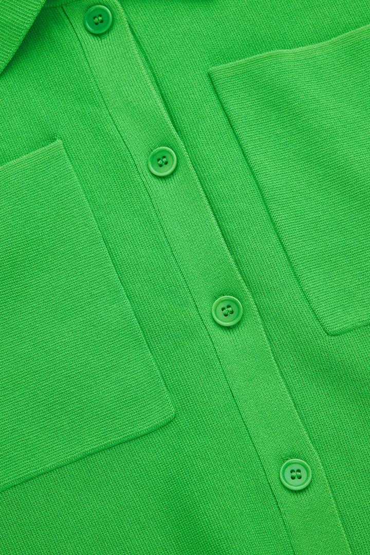 COS 오가닉 코튼 가디건의 브라이트 그린컬러 Detail입니다.