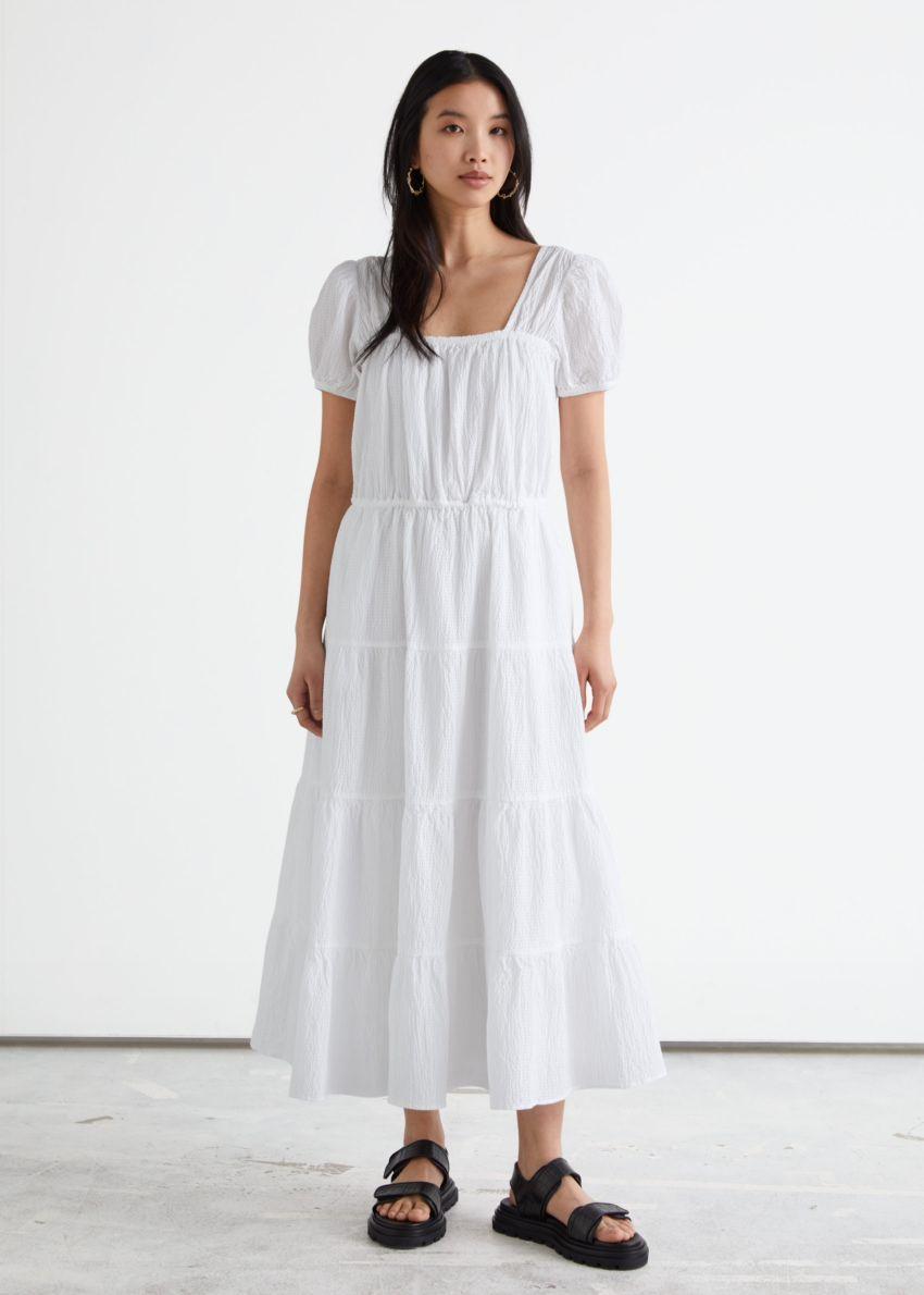 앤아더스토리즈 볼류미너스 퍼프 슬리브 미디 드레스의 화이트컬러 ECOMLook입니다.