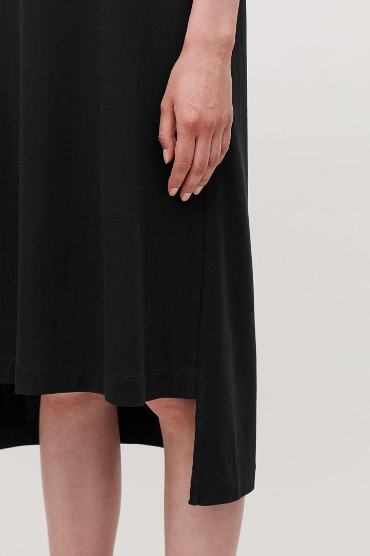 COS default image 1 of 블랙 in 저지 티셔츠 드레스