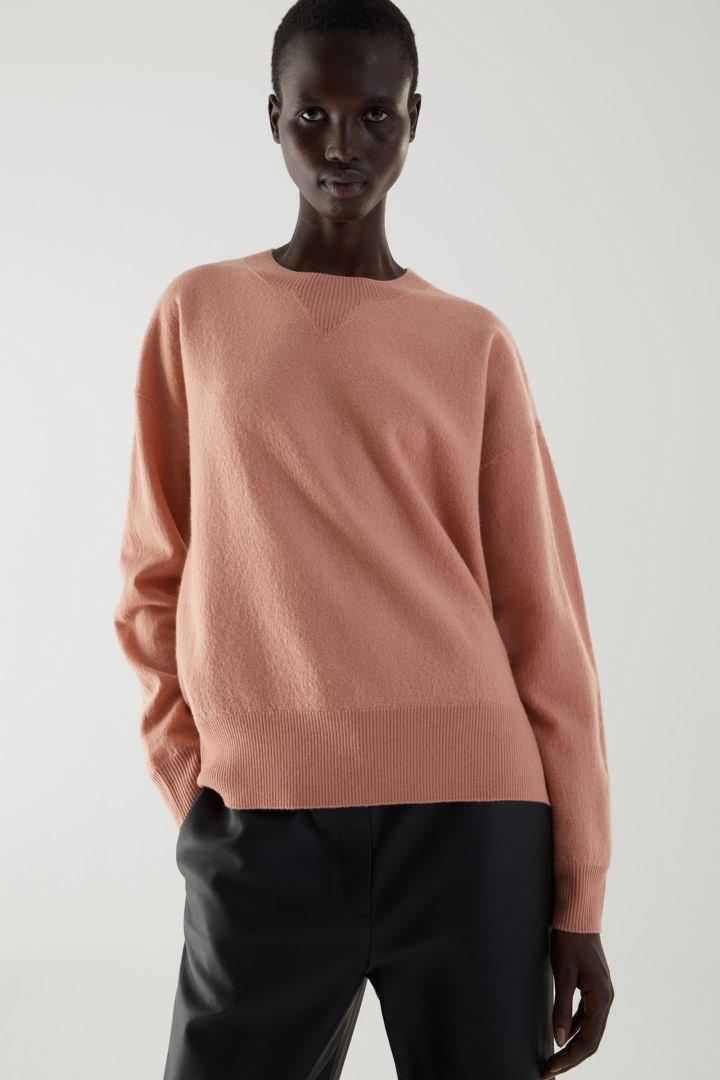 COS default image 4 of 오렌지 in 메리노 울 퍼프 슬리브 스웨터