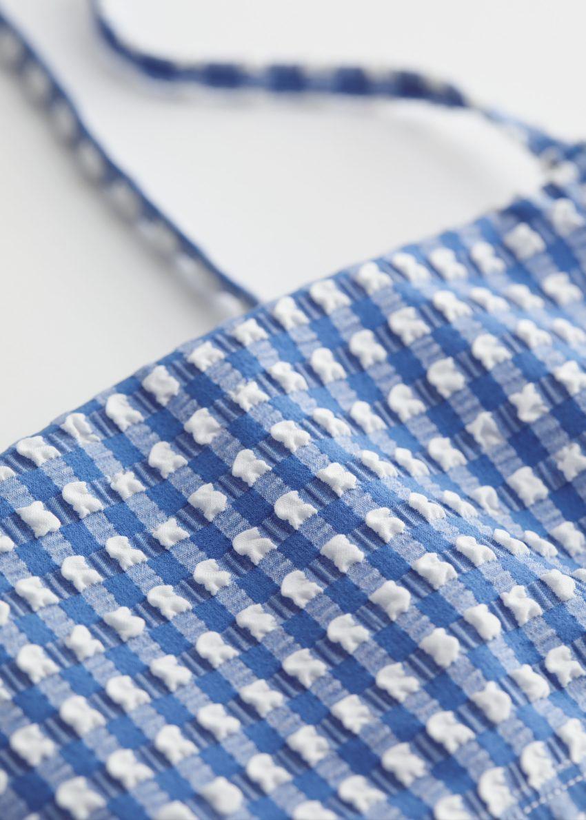 앤아더스토리즈 시어서커 방도 비키니 탑의 블루 체크컬러 Detail입니다.