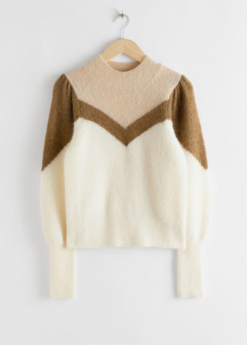 앤아더스토리즈 컬러 블록 퍼프 슬리브 스웨터의 브라운 화이트컬러 Product입니다.