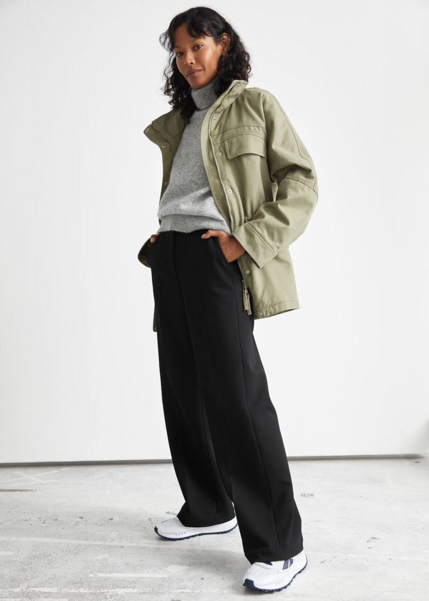 앤아더스토리즈 오버사이즈 코튼 재킷의 카키컬러 ECOMLook입니다.