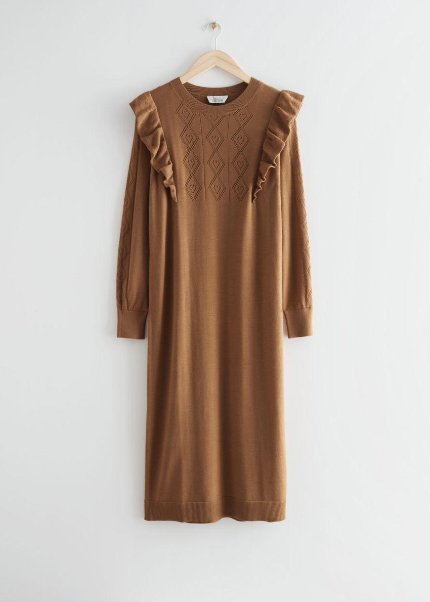 앤아더스토리즈 포인텔 니트 미디 드레스의 카라멜 베이지컬러 Product입니다.