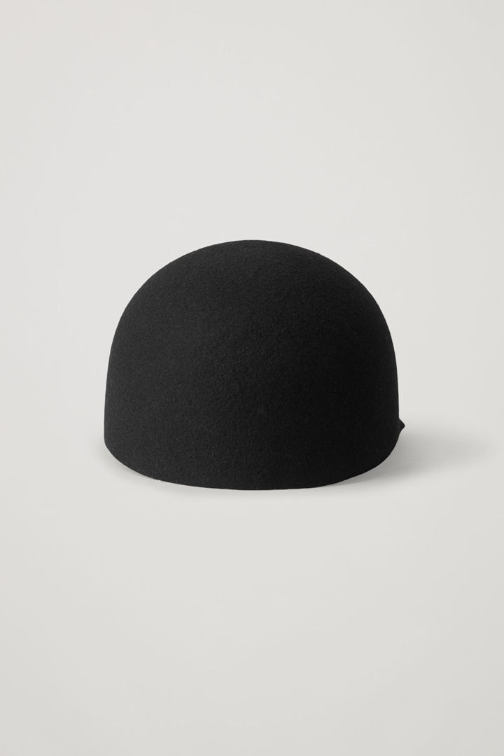 COS 셰이프드 펠트 햇의 블랙컬러 Product입니다.