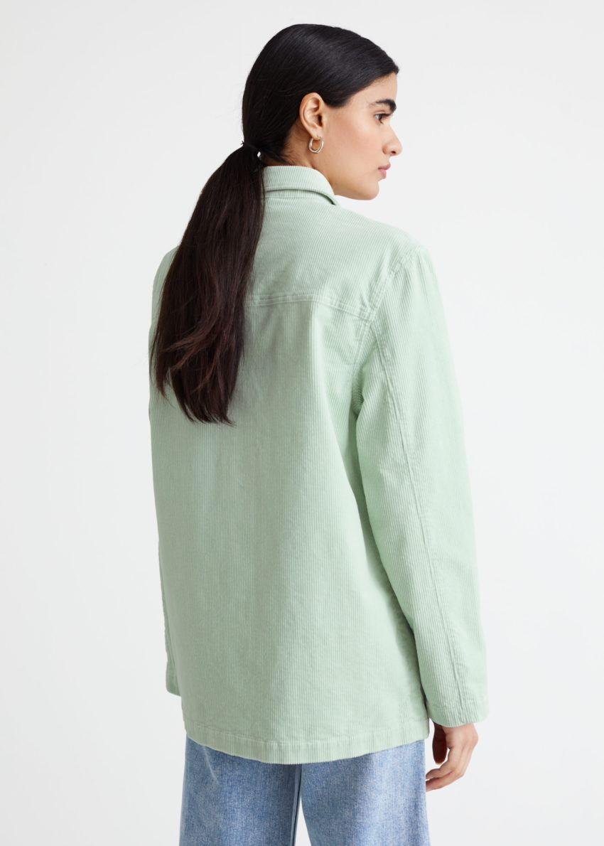 앤아더스토리즈 릴렉스드 패치 포켓 코듀로이 재킷의 라이트 그린컬러 ECOMLook입니다.
