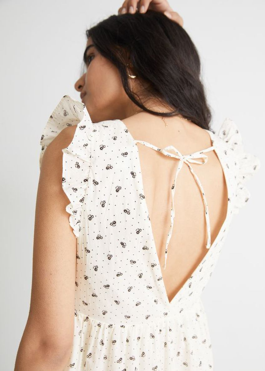 앤아더스토리즈 슬리브리스 코튼 미니 드레스의 화이트컬러 ECOMLook입니다.