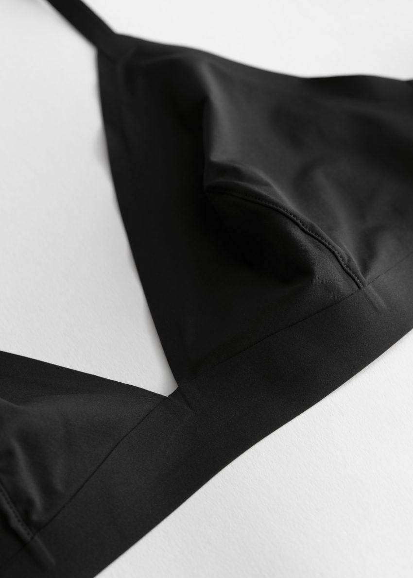 앤아더스토리즈 심리스 소프트 트라이앵글 브라의 블랙컬러 Product입니다.