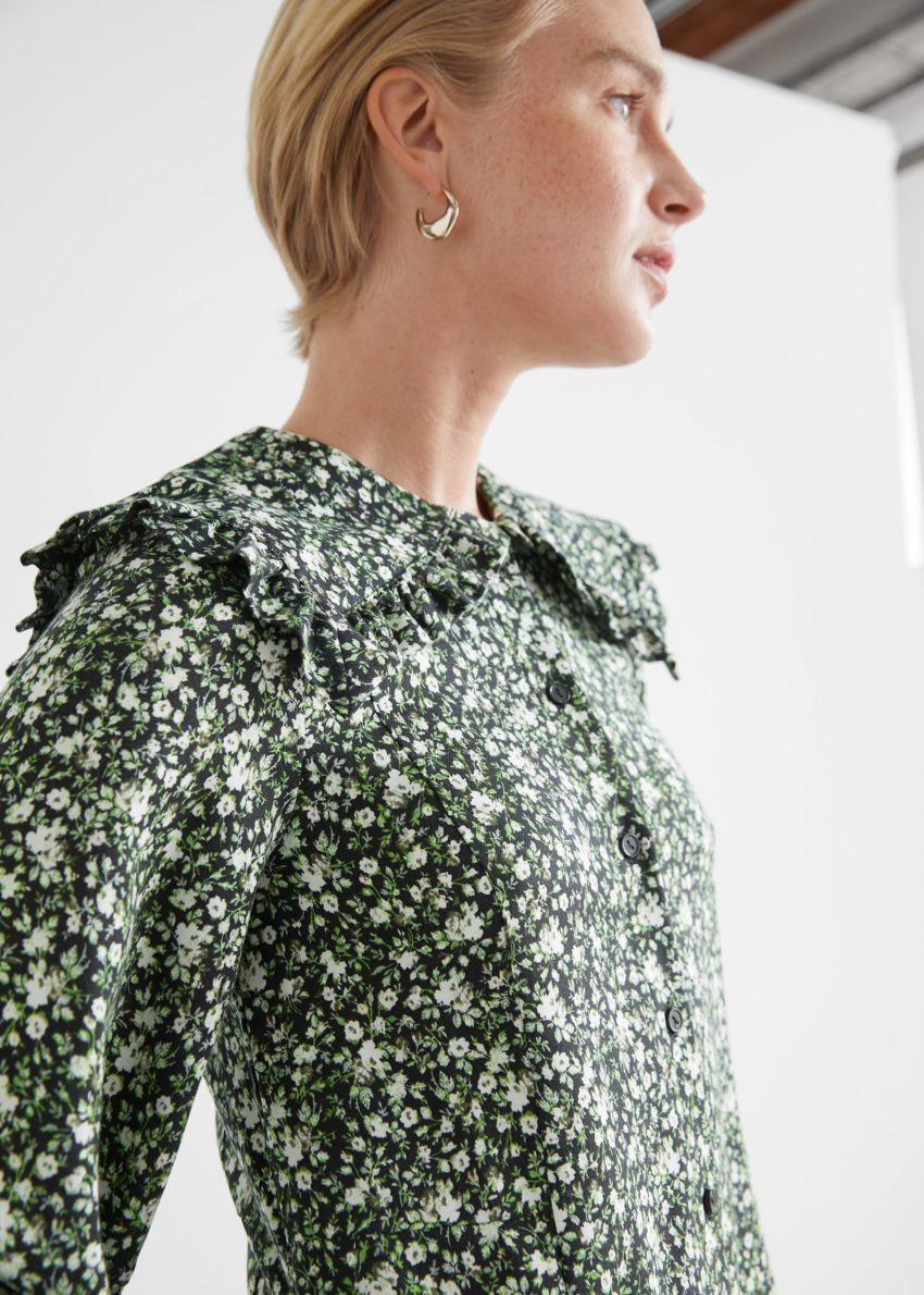 앤아더스토리즈 스테이트먼트 카라 플로럴 미니 드레스 의 그린 플로럴컬러 ECOMLook입니다.
