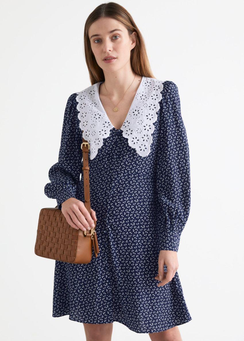 앤아더스토리즈 프린트 스테이트먼트 카라 미니 드레스의 블루 프린트컬러 ECOMLook입니다.