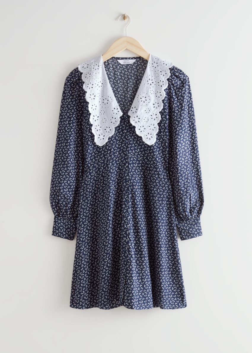 앤아더스토리즈 프린트 스테이트먼트 카라 미니 드레스의 블루 프린트컬러 Product입니다.