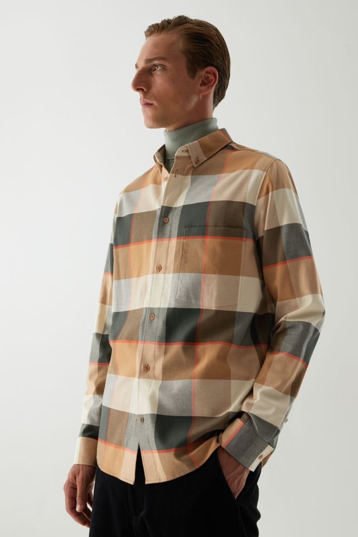 COS default image 9 of 베이지 in 플란넬 체크 셔츠