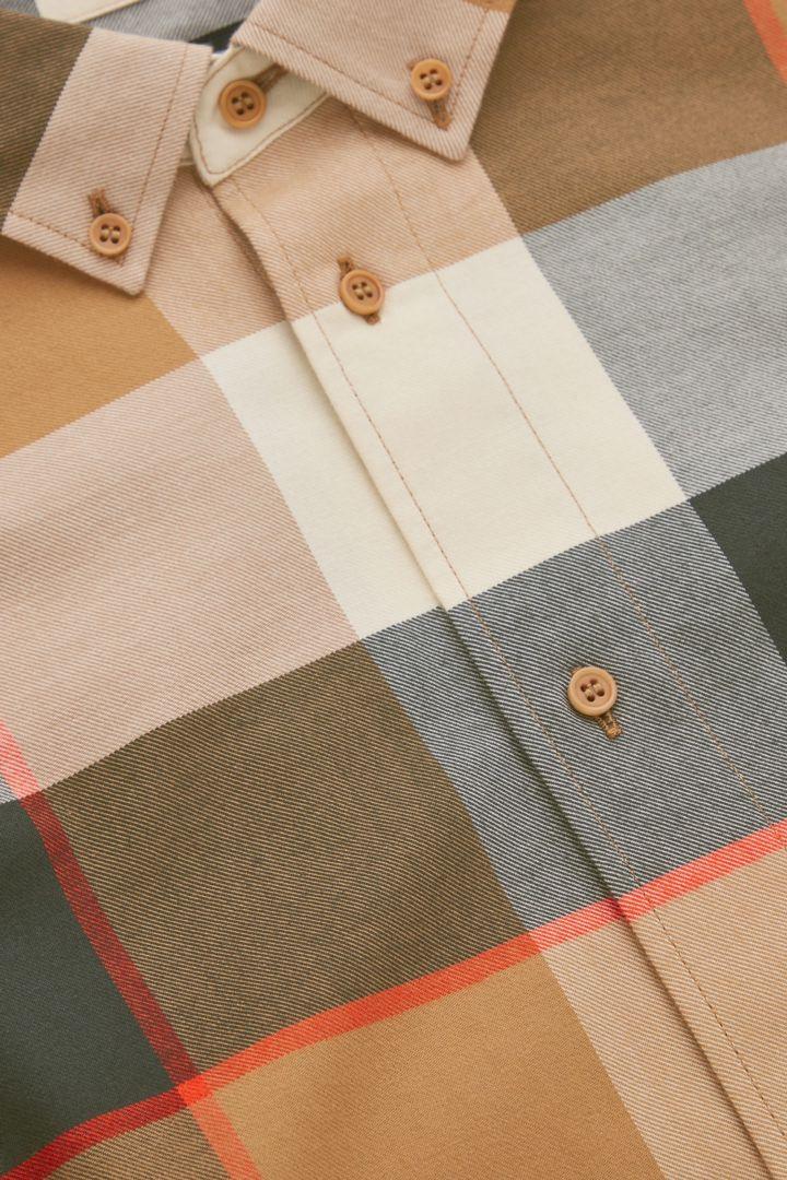 COS 플란넬 체크 셔츠의 베이지컬러 Detail입니다.