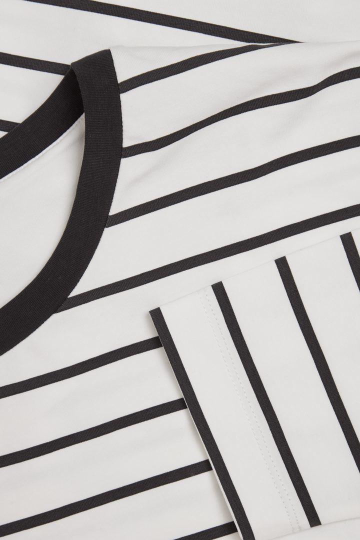 COS 릴랙스드 코튼 탑의 화이트 / 블랙컬러 Detail입니다.