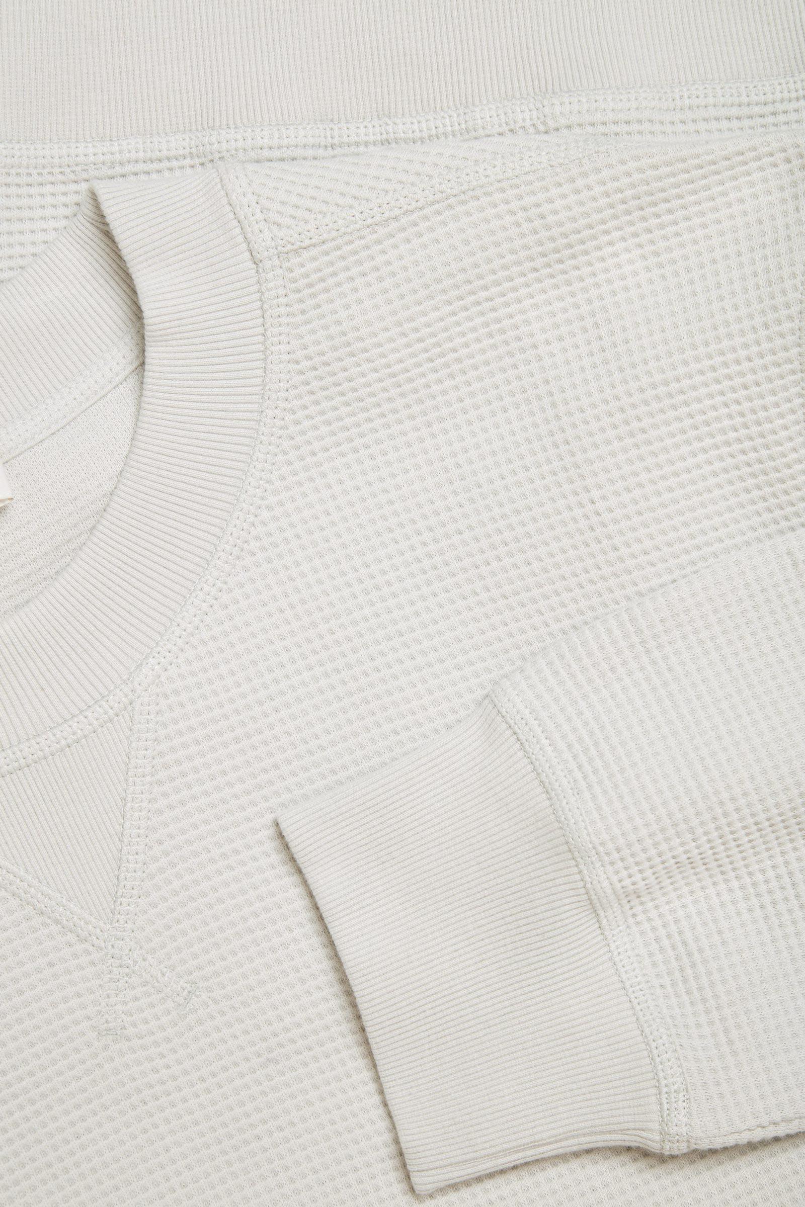 COS 와플 니트 오가닉 코튼 스웻셔츠의 몰 그레이컬러 Detail입니다.