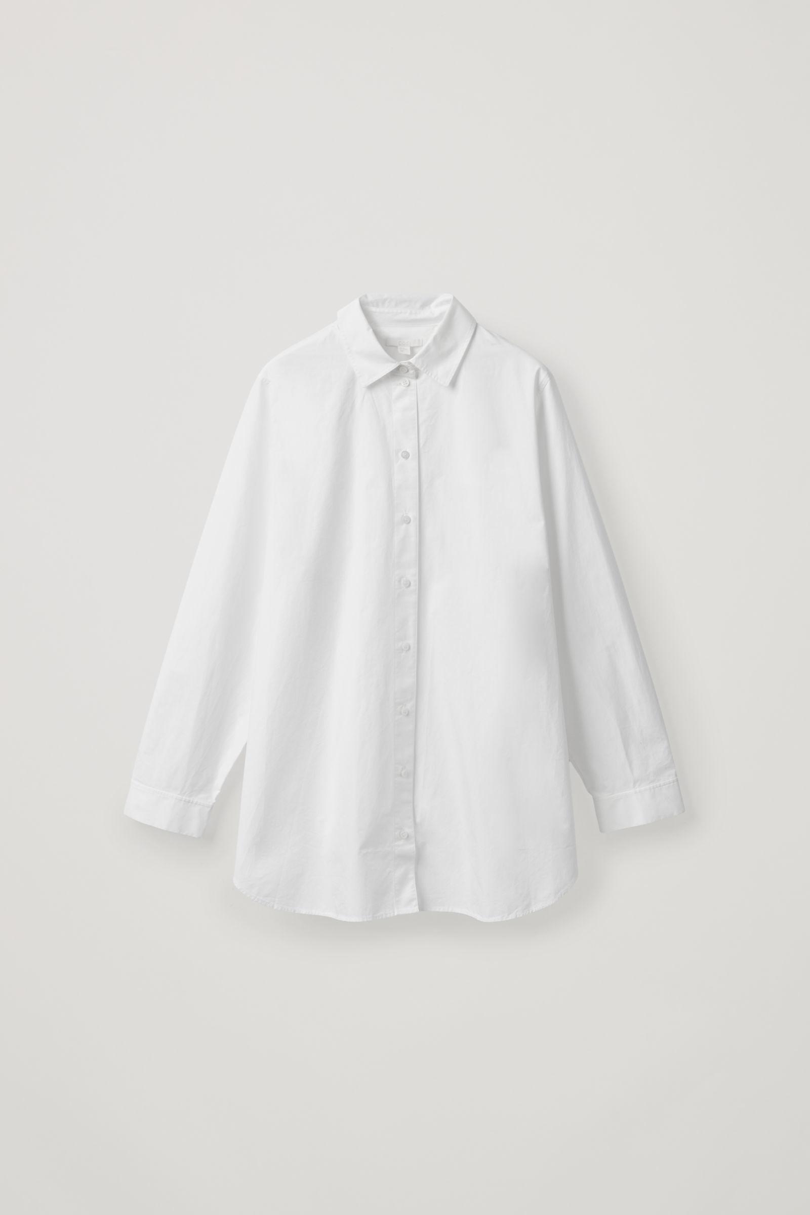 COS 사이드 플래킷 오버사이즈 셔츠의 화이트컬러 상품컷입니다.