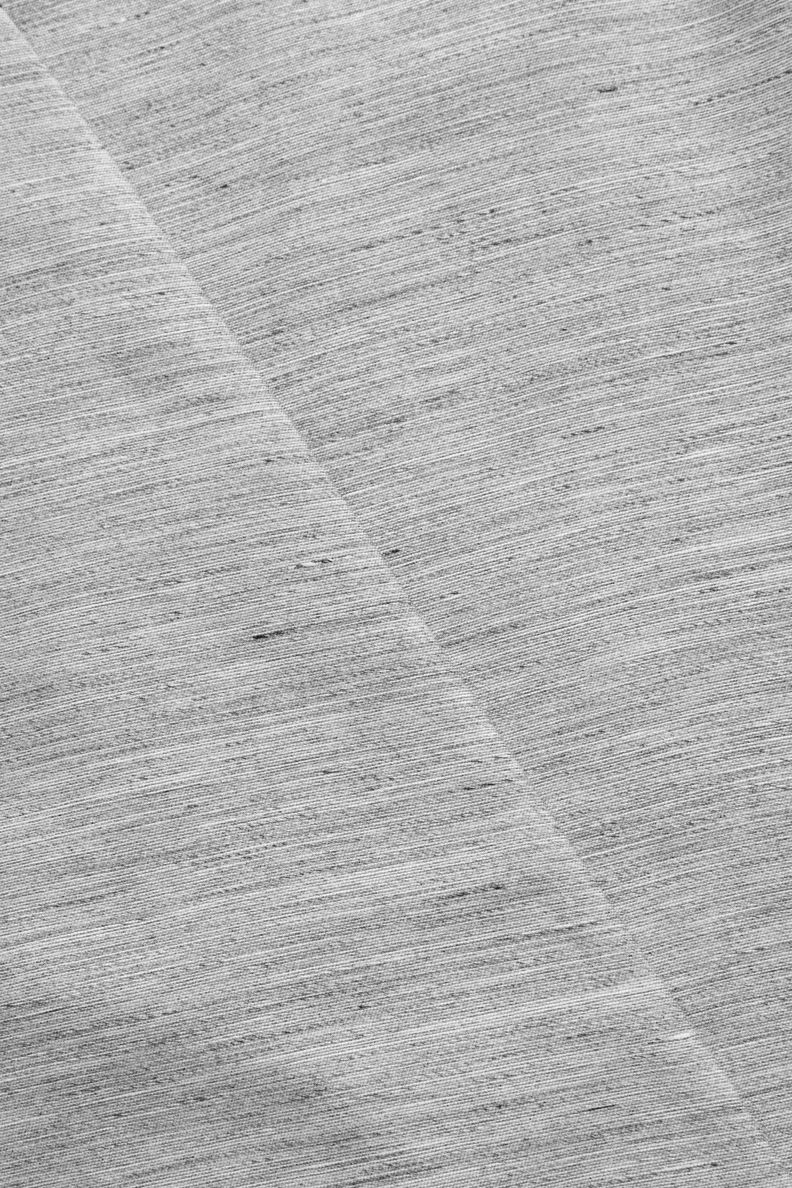COS 슬리브리스 리넨 믹스 블레이저의 그레이컬러 Detail입니다.