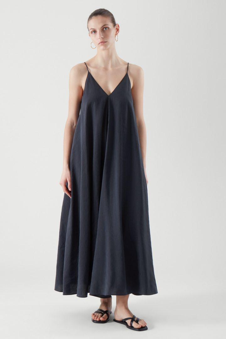 COS default image 5 of 블루 in 브이넥 슬립 드레스