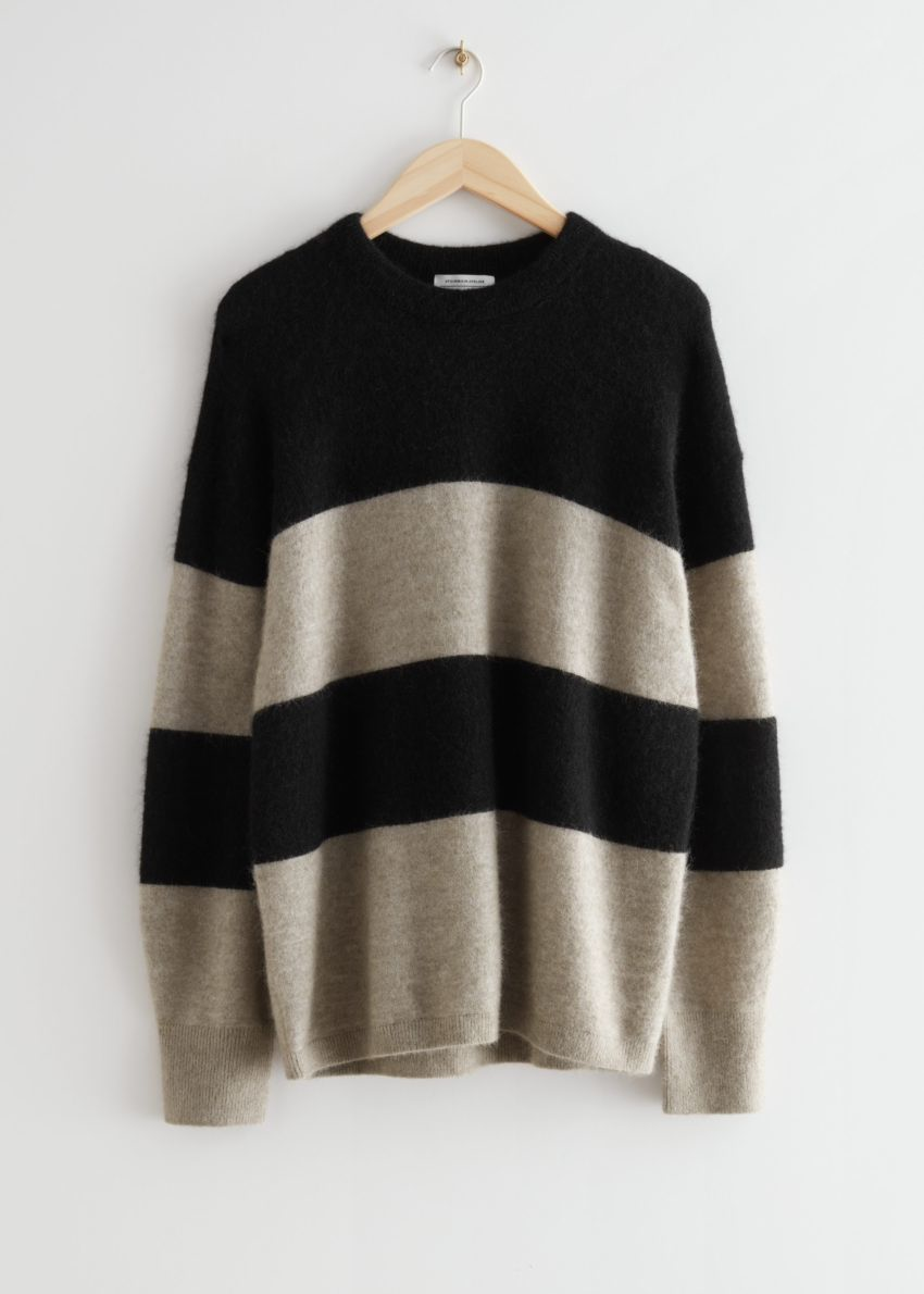 앤아더스토리즈 오버사이즈 니트 스웨터의 블랙/몰 스트라이프컬러 Product입니다.