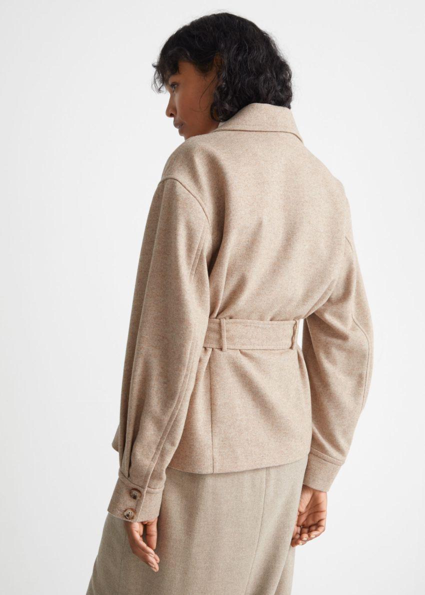 앤아더스토리즈 벨티드 더블 브레스티드 재킷의 베이지 멜란지컬러 ECOMLook입니다.