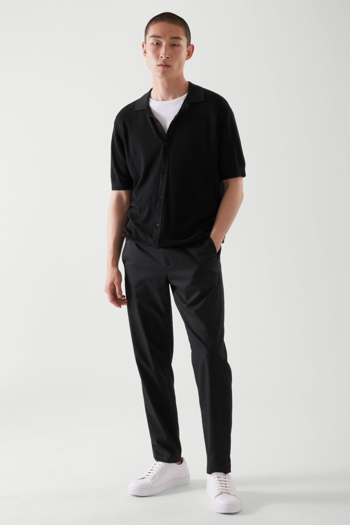 COS default image 5 of 블랙 in 니티드 캠프 칼라 쇼트 슬리브 셔츠