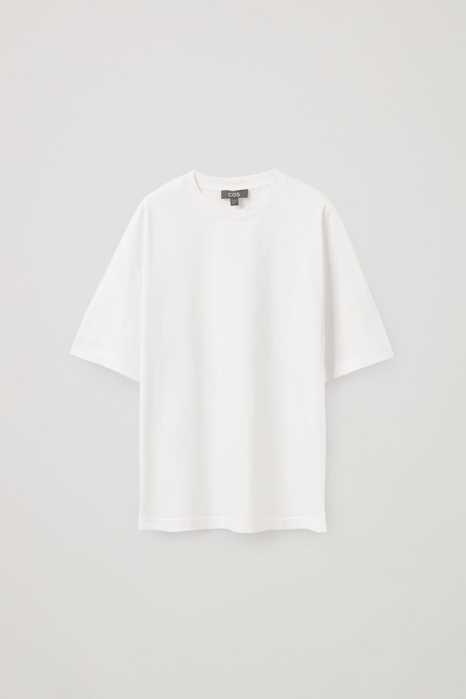 COS 오버사이즈 핏 티셔츠의 화이트컬러 Product입니다.
