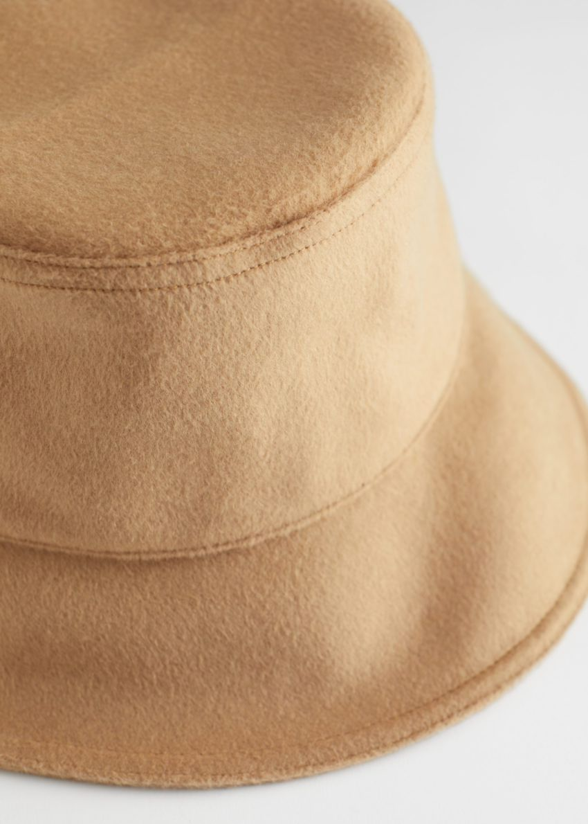 앤아더스토리즈 펠트 울 블렌드 버켓 햇의 카멜컬러 Product입니다.