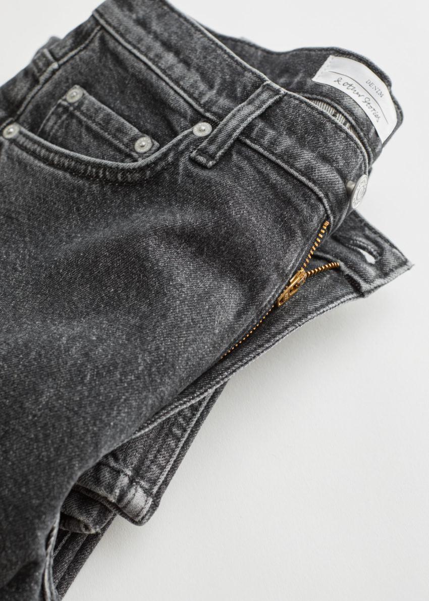 앤아더스토리즈 페이보릿 컷 크롭의 애시드 그레이 컬러 Detail입니다.