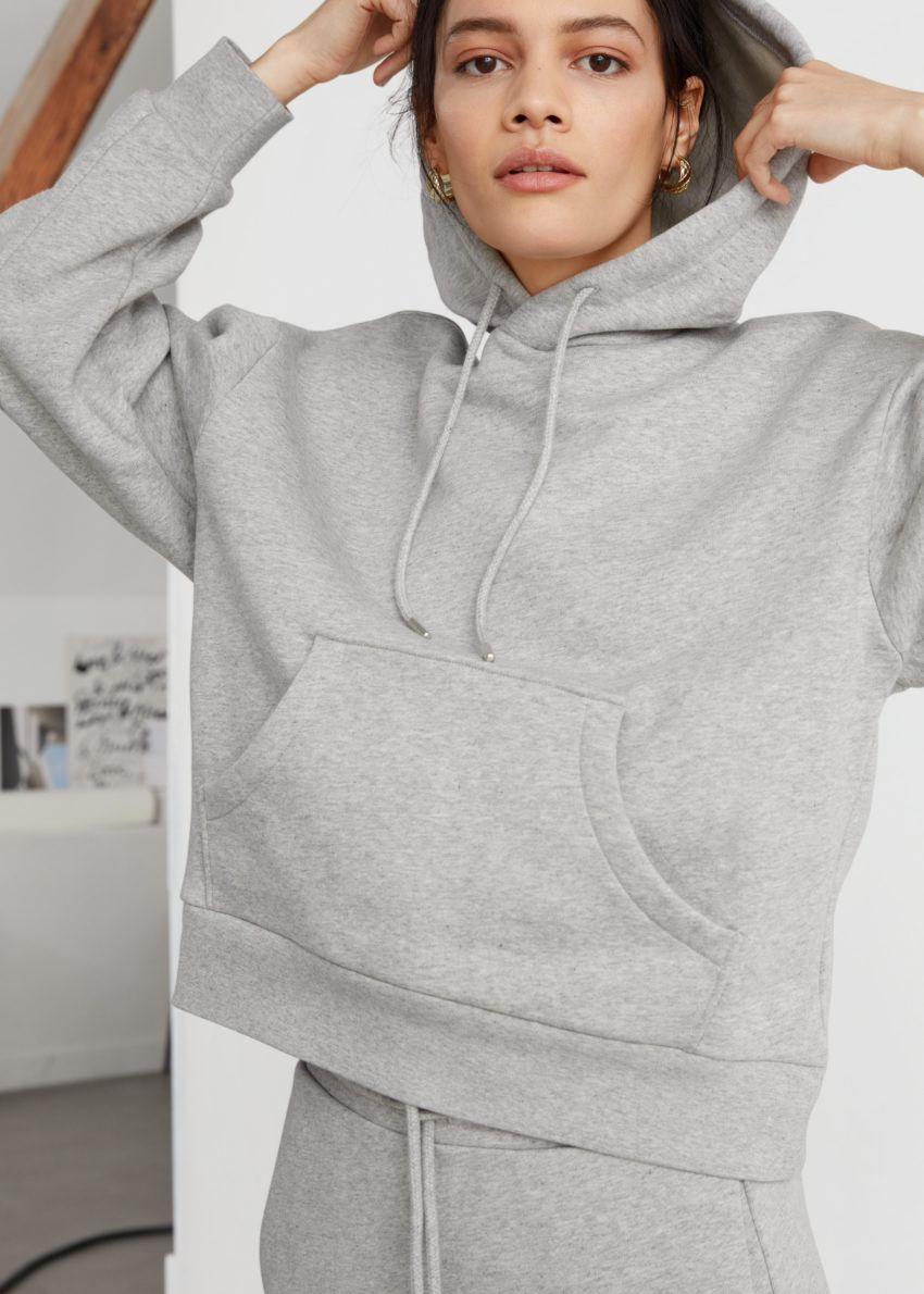 앤아더스토리즈 오버사이즈 박시 후드 스웨트셔츠의 그레이컬러 ECOMLook입니다.