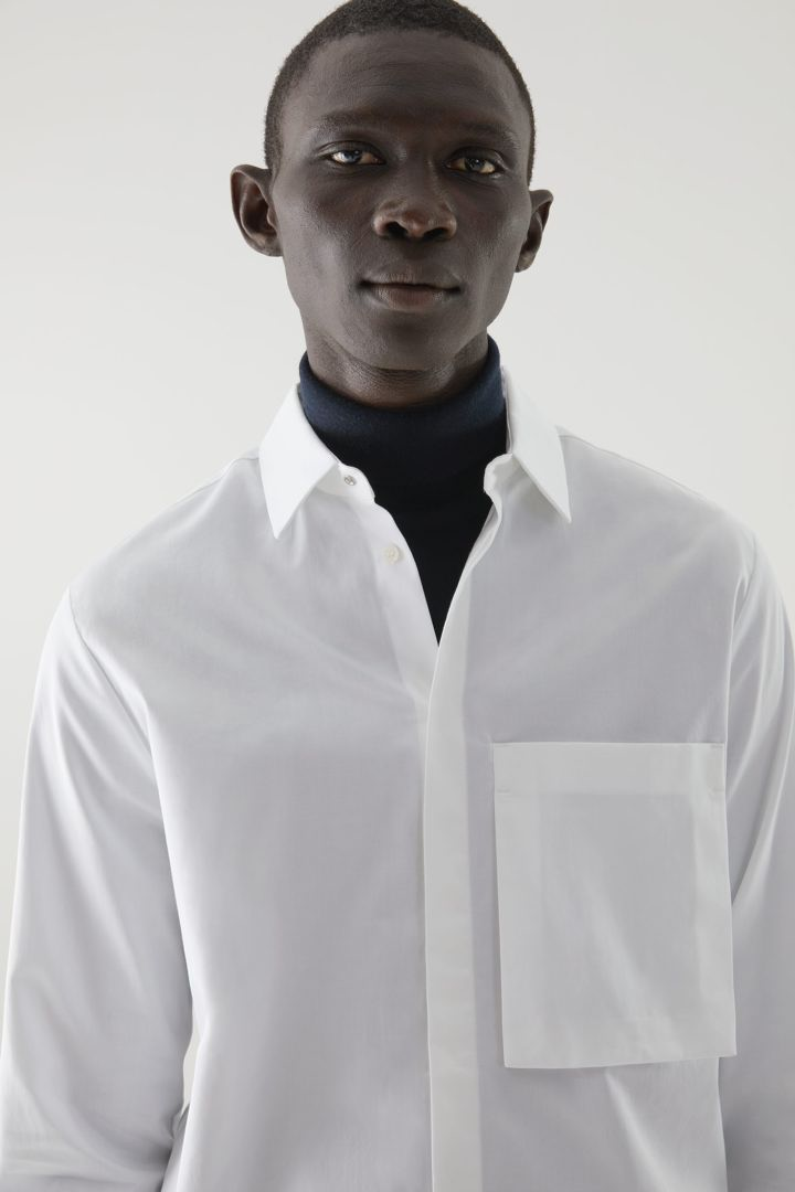 COS default image 8 of 화이트 in 오가닉 코튼 패치 포켓 셔츠