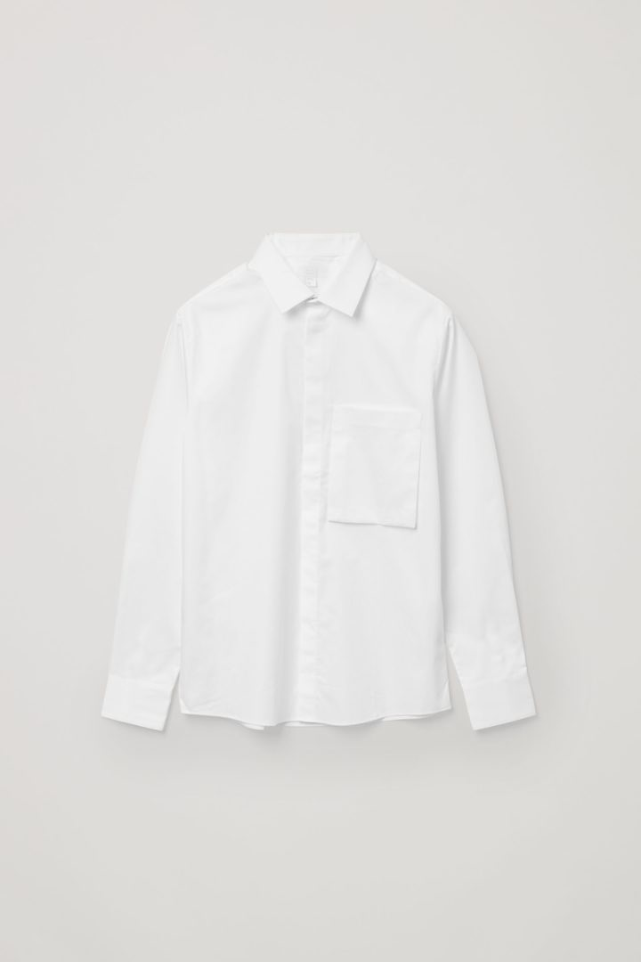 COS 오가닉 코튼 패치 포켓 셔츠의 화이트컬러 Product입니다.