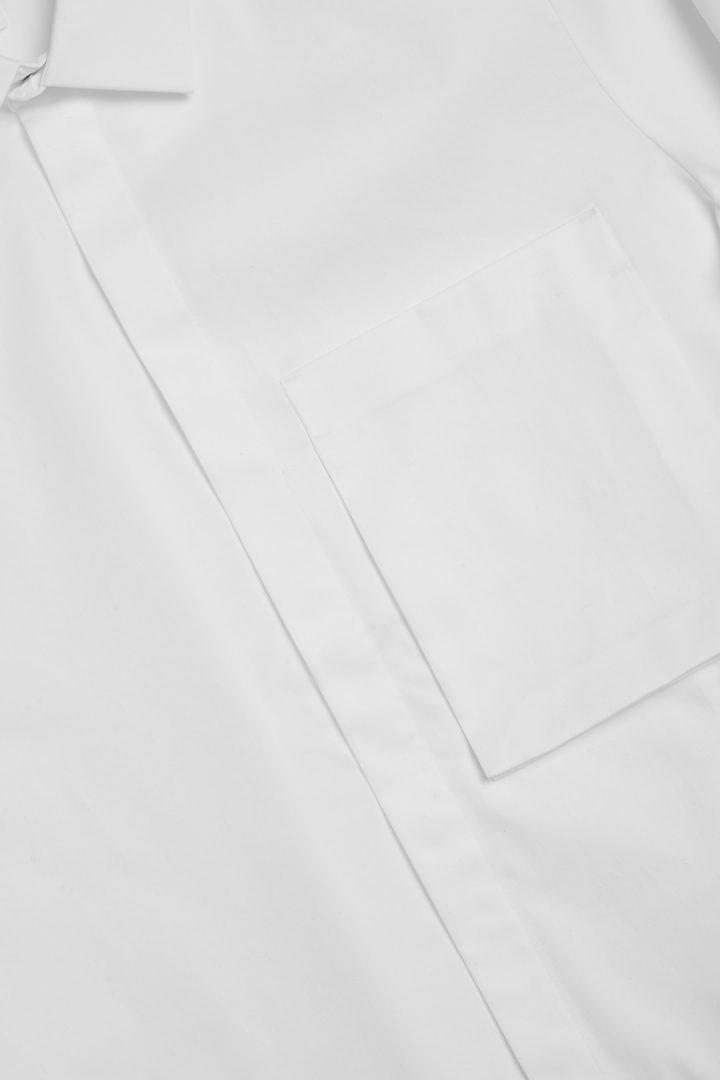 COS 오가닉 코튼 패치 포켓 셔츠의 화이트컬러 Detail입니다.