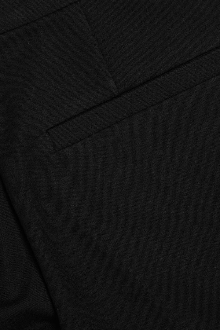 COS 코튼 시카렛 트라우저의 블랙컬러 Detail입니다.