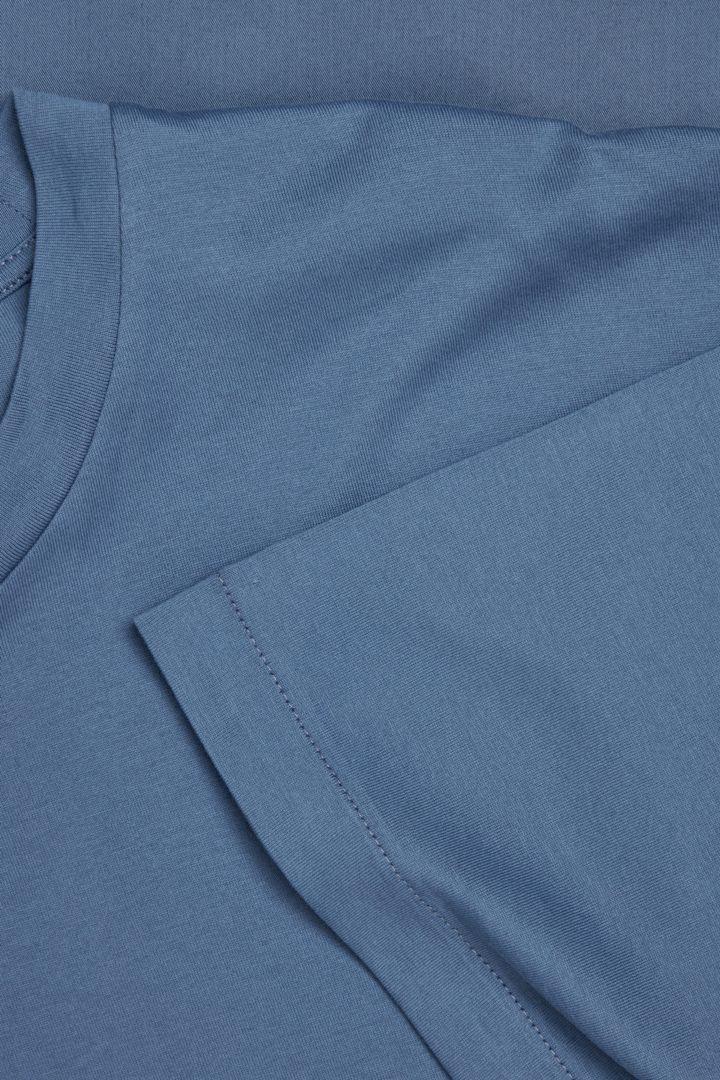 COS 오가닉 코튼 컨트래스트 패널 티셔츠의 블루컬러 Detail입니다.