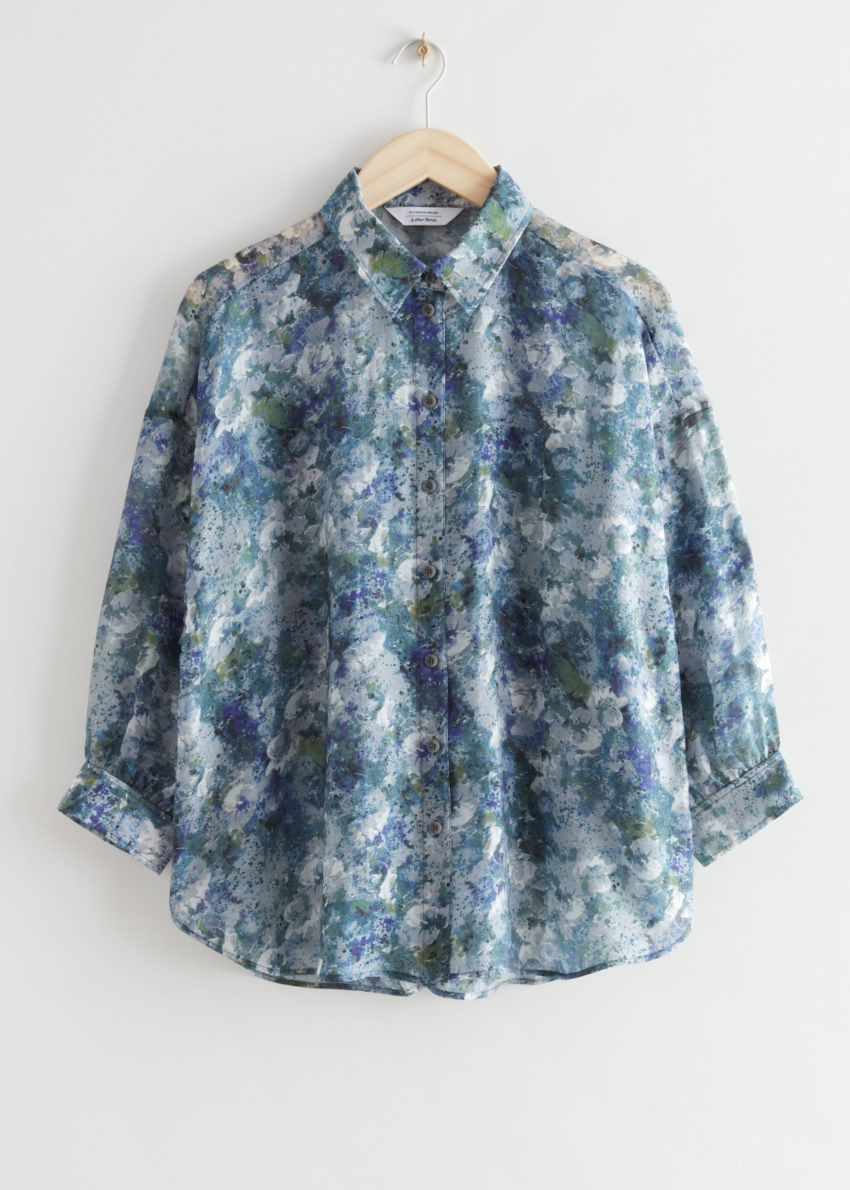 앤아더스토리즈 프린트 버튼 업 셔츠의 블루 프린트컬러 Product입니다.