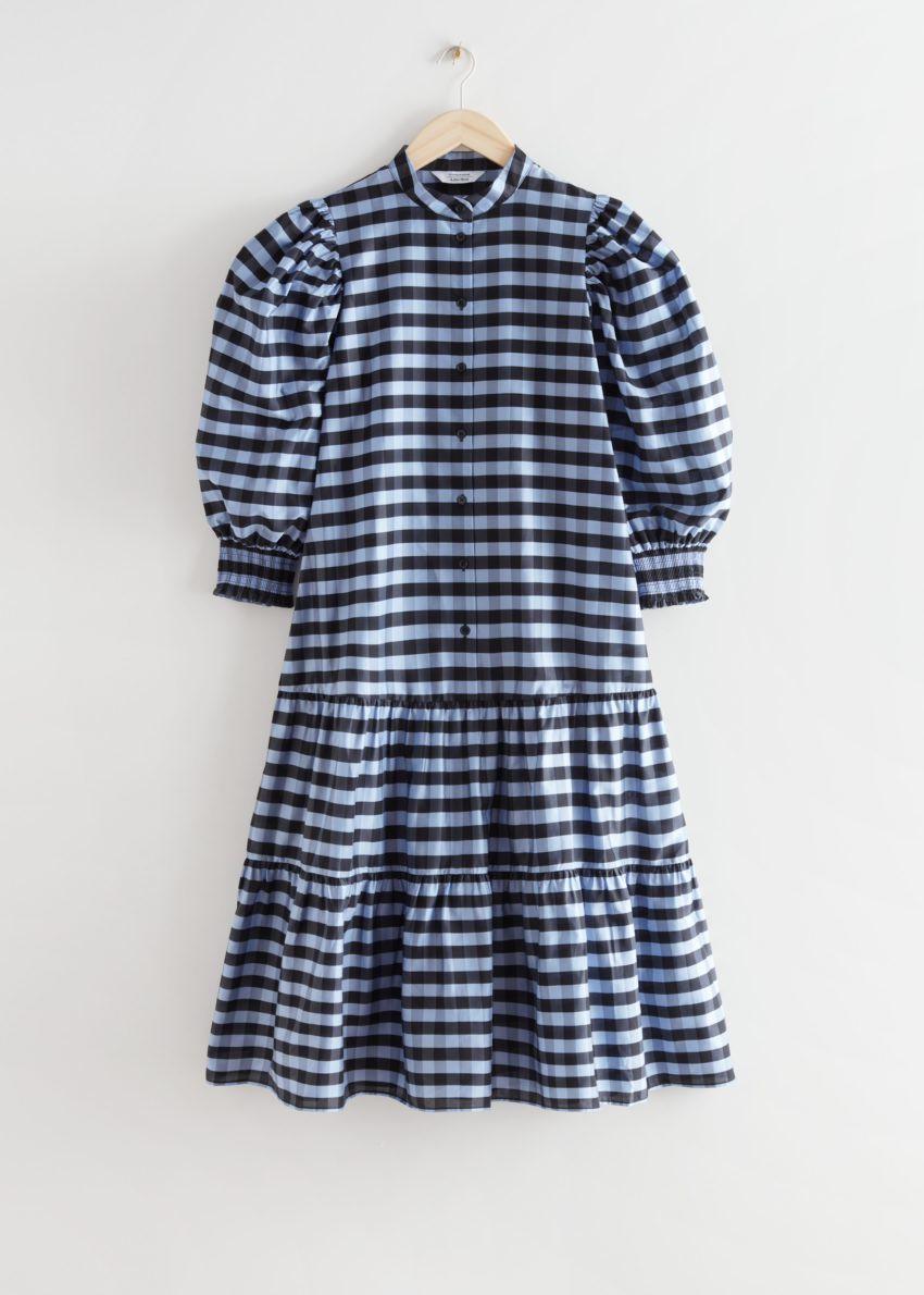 앤아더스토리즈 와이드 티어드 퍼프 슬리브 미디 드레스의 블루 체크컬러 Product입니다.